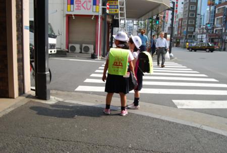 Niños solos al colegio en Japón