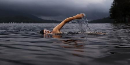 Mejora tu técnica de natación, si no quieres lesionarte