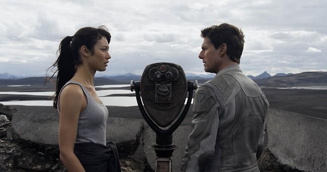 Imagen de Olga Kurylenko y Tom Cruise en 'Oblivion'