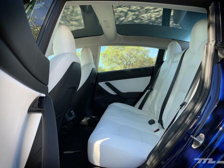 Tesla Model 3 Prueba asientos posteriores