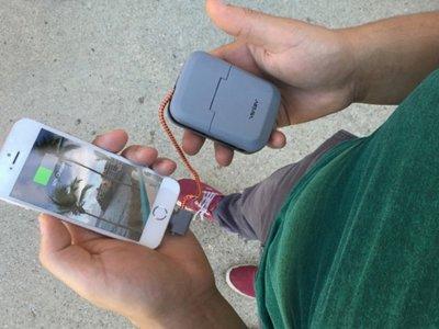 Chargestand es a la vez soporte, cargador y batería portátil para nuestros smartphones