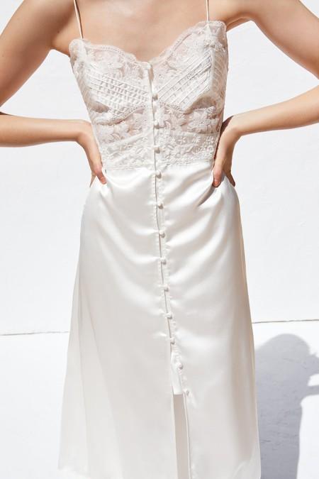 Si todavía sigues buscando el vestido veraniego perfecto, Zara tiene la solución: 13 modelos irresistibles