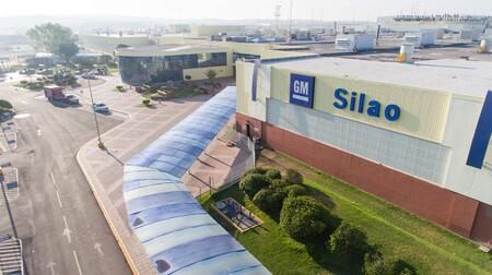 GM cerrará temporalmente tres fábricas de México por escasez de chips: plantas de Silao, Ramos Arizpe y SLP detendrán su producción