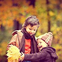 Las siete cosas curiosas que los niños coleccionan como si fueran grandes tesoros (¡y que los padres debemos conservar!)