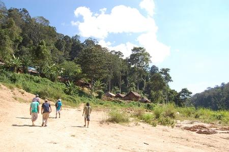 Visitando Malasia, visitando poblado nativo en Taman Negara