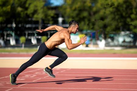Carrera de alta intensidad a intervalos: así te beneficia y así te perjudica