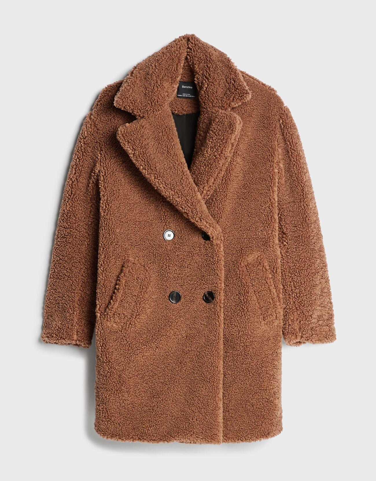 Abrigo oversize marrón.