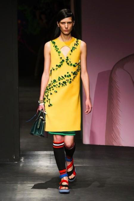 Prada vestido amarillo lupita met 2014