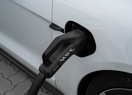 La batería de un coche eléctrico pierde el 2.3% de su capacidad de carga al año