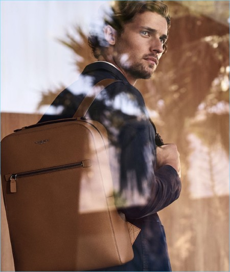 Michael Kors hace del backpack un must utilitario y chic para la primavera