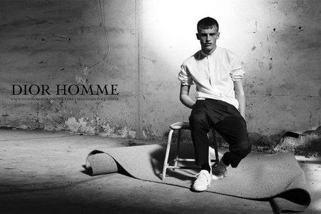 Aires minimalistas en la nueva campaña de Dior Homme