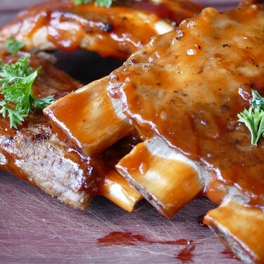 Costillas de cerdo al limón. Receta clásica de carne
