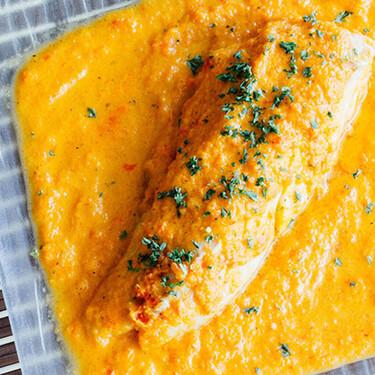 Filetes de pescado en salsa de pimiento. Receta fácil