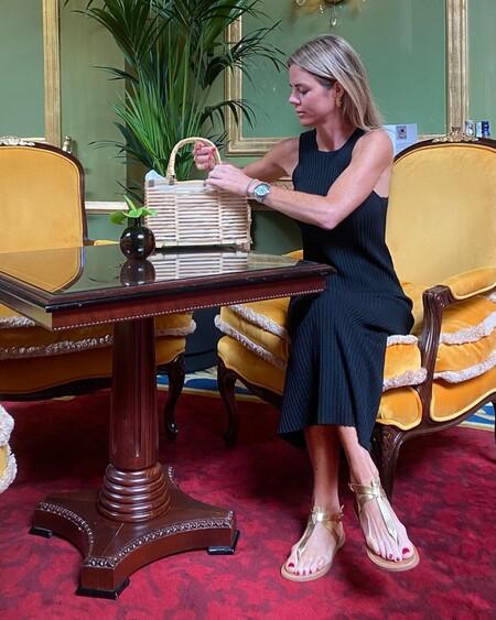Amelia Bono tiene el vestido negro de Massimo Dutti ideal para volver a la oficina: cinco alternativas para copiar su estilo