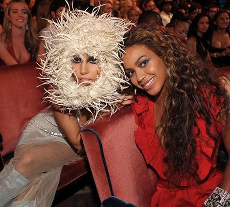 Lady Gaga y Beyoncé presentan el videoclip de 'Video Phone'
