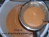 preparación del gazpacho casero