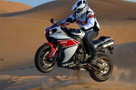 Salto Peterhansel en dunas