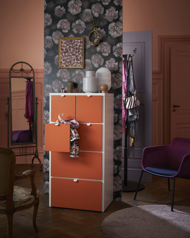 13 novedades IKEA 2018 que nos encantan: mucho colorido combinado con ambientes sombríos