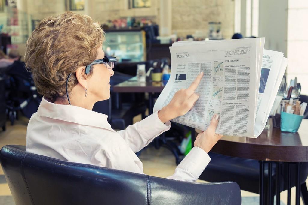 Estas gafas pueden acertar libros, reconocer rostros, identificar objetos y susurrarnos al oído íntegramente lo que visualizan