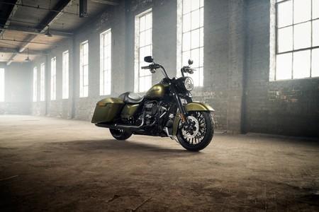 El estilo bagger siniestro se apodera de Milwaukee con la Harley-Davidson Road King Special