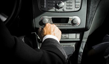 El duque de Edimburgo renuncia al carné de conducir a los 97 años y reaviva el debate sobre edad y conducción