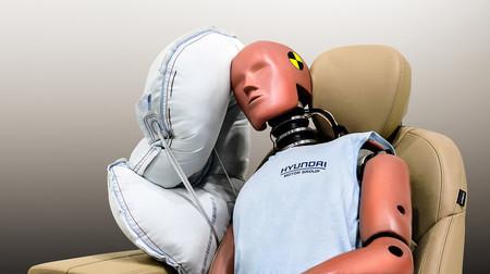 Un airbag lateral en el centro del coche: la propuesta de Hyundai para reducir un 80% las lesiones en la cabeza