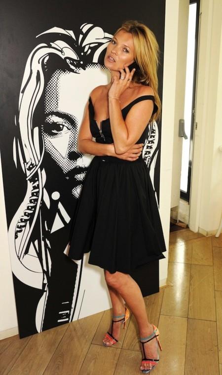 El look de Kate Moss en la presentación de su colección de accesorios para móviles