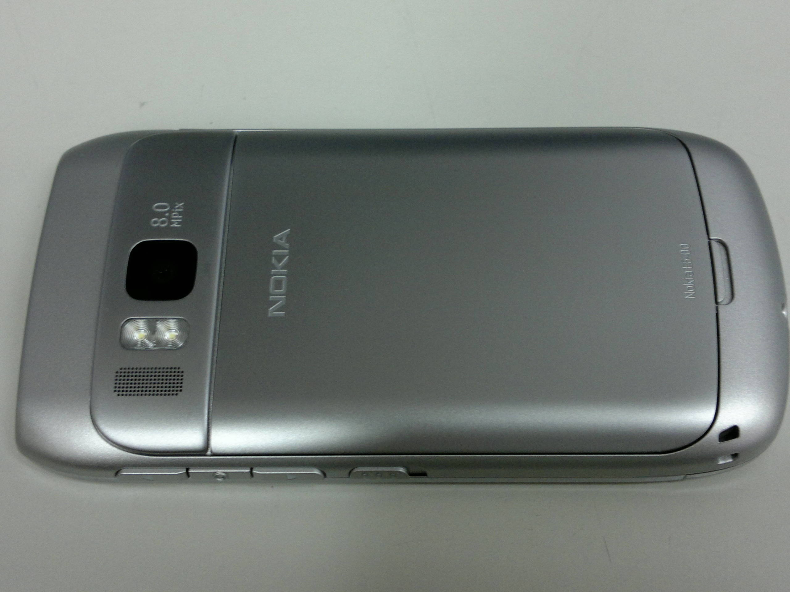 Foto de Nokia E6-00 se muestra con todo lujo de detalles en fotos y vídeos (1/9)