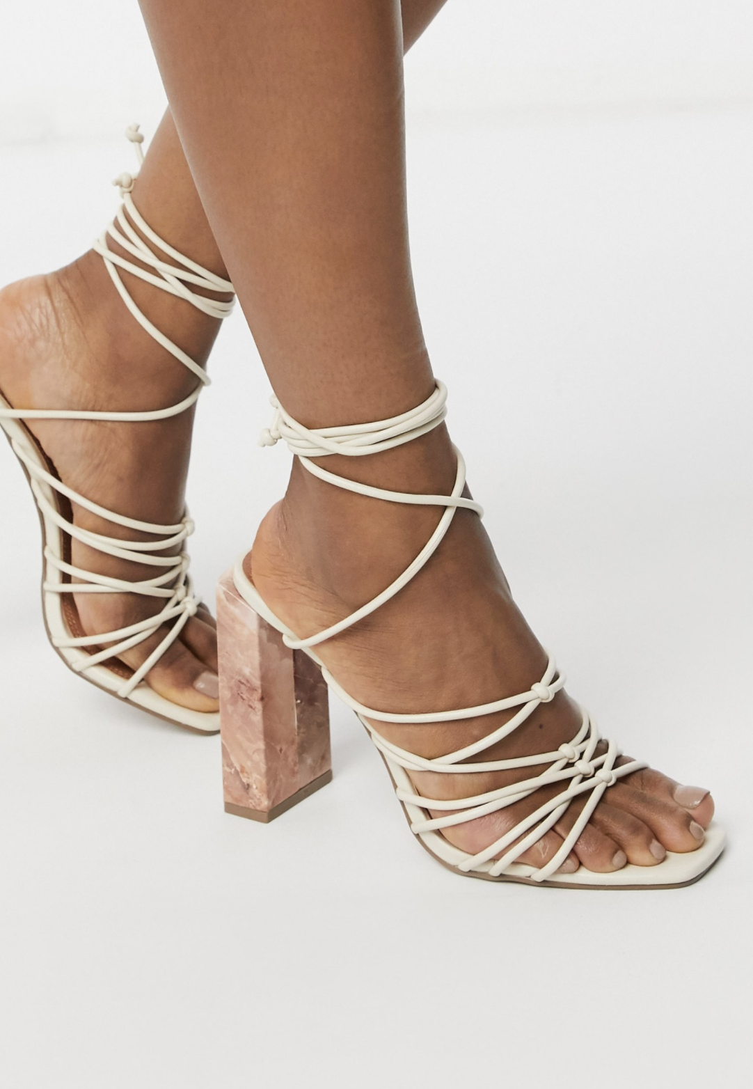 Sandalias de tiras con tacón marmolado color hueso Nourish de ASOS DESIGN