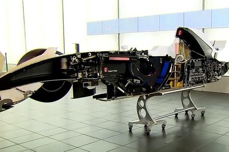 Monoplaza F1 seccionado por la mitad