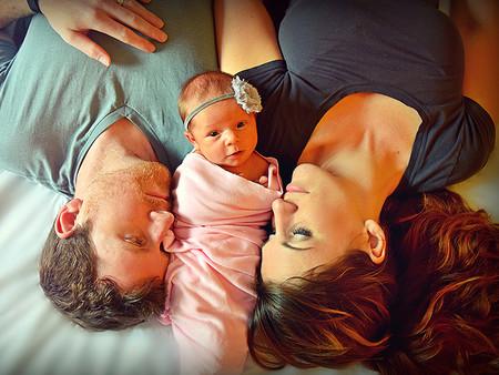 El emocionante vídeo de una pareja que sorprende a su familia con un bebé adoptado que llevaban años esperando