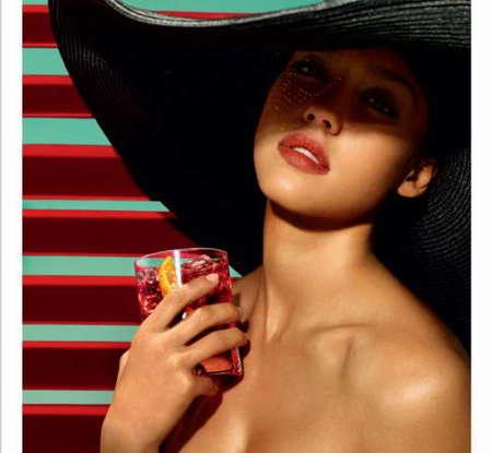 Jessica Alba, todo sensualidad en el calendario Campari 2009