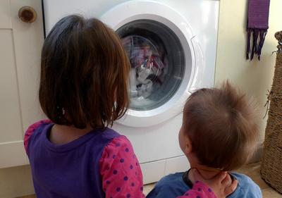 La mitad de los españoles tiene su lavadora en la cocina