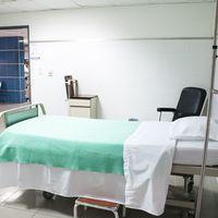 Los desinfectantes de hospital bajo el foco: la última investigación recomienda regular su uso en las UCI