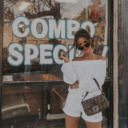 Nueve pantalones cortos blancos que destacan el bronceado y combinan con todo tu armario de verano