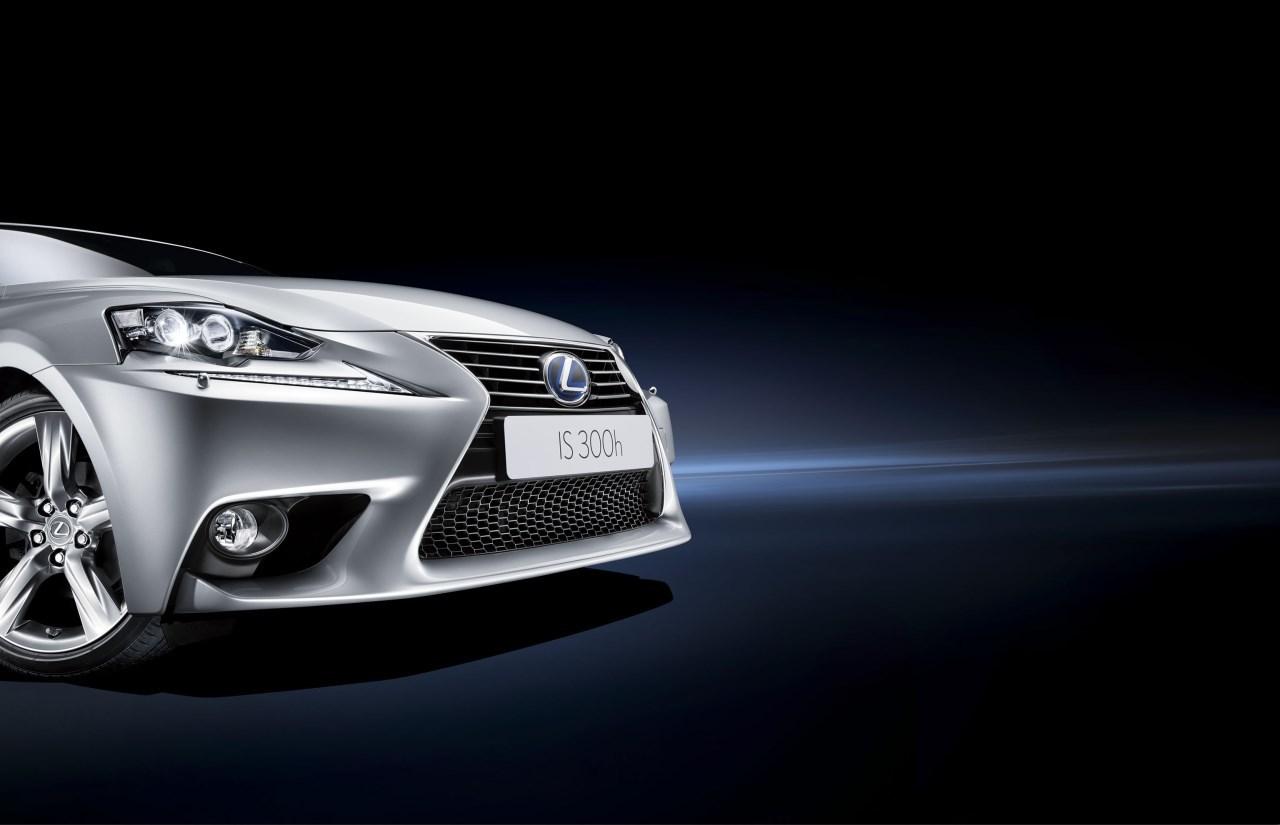 Lexus IS 300h (35/53)