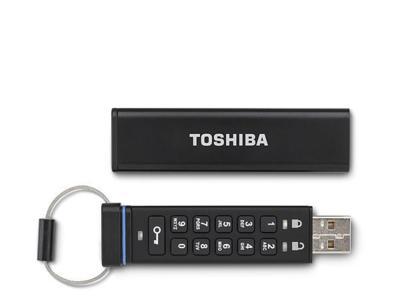 Toshiba lleva al extremo la protección de su último pendrive: cifrado de serie y con teclado físico