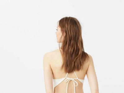 Los 7 vestidos blancos que te conquistarán estas rebajas (y que no querrás dejar de lucir en verano)