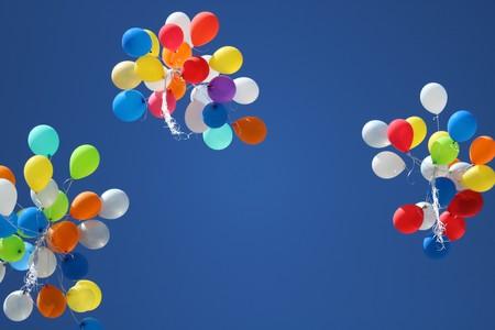 El caso contra los globos de helio: un problema medioambiental disfrazado de luz y color que Europa quiere atajar