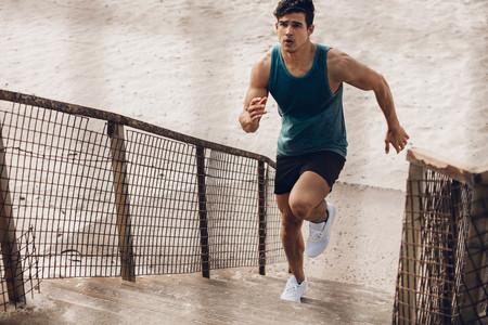 Entrenamiento HIIT de running al aire libre: una rutina para entrenar en poco tiempo