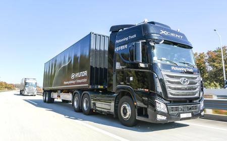 El camión autónomo de Hyundai, más cerca: la firma coreana ya prueba sus vehículos pesados rodando 'en pelotón'