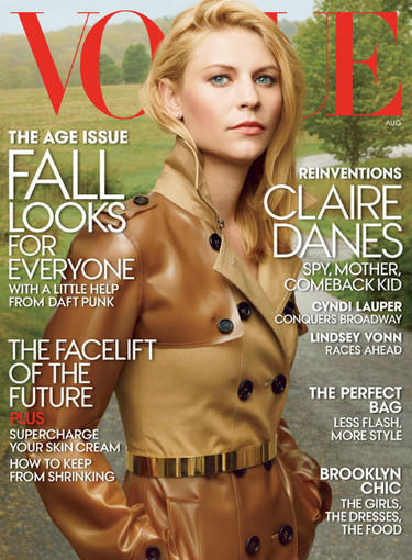 Claire Danes, agente con gabardina derrochando glamour