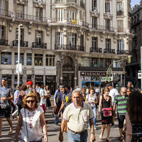 El fin del ahorro: las clases medias y bajas llevan cuatro décadas destruyendo sus reservas