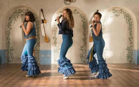 b885fd11d El vestuario de 'Mamma Mia! Una y otra vez' es divino: caemos ...