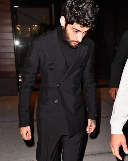 ¿Es muy pronto para llevar cuello alto? No para Zayn Malik en Nueva York Fashion Week