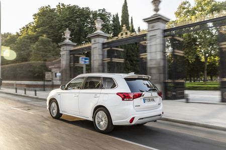 El nuevo Mitsubishi Outlander PHEV llegará este año junto a otro SUV compacto híbrido enchufable y un coche 100% eléctrico
