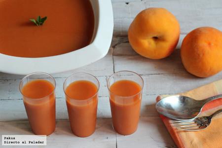 Gazpacho de melocotón, ideal para sorprender a todos en casa