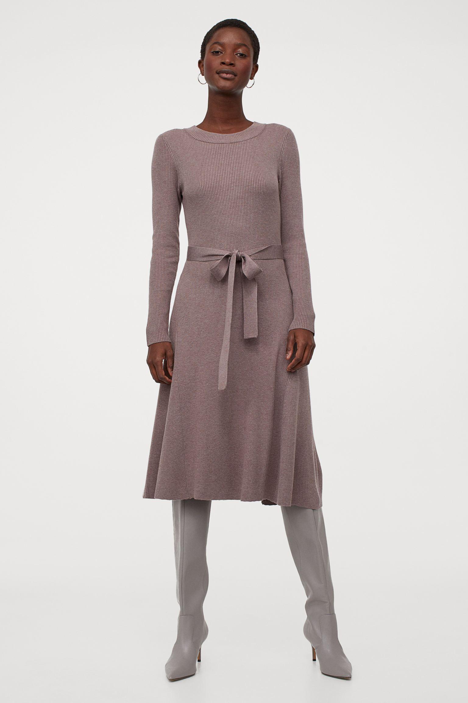 Vestido de manga larga en punto de canalé suave con cinturón de anudar extraíble
