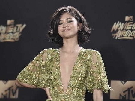 Zendaya sorprende con su look en los premios MTV Movie Awards 2017