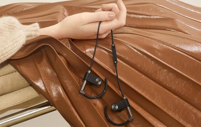 Bang & Olufsen lleva la conectividad sin cables a los auriculares in ear Beoplay Earset